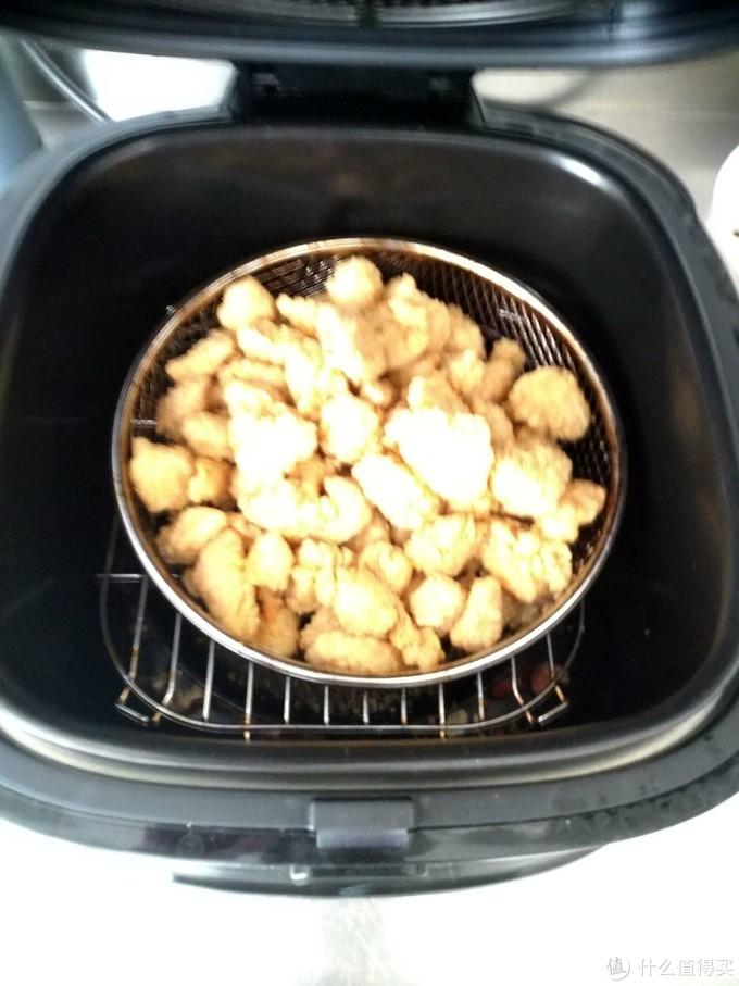 空气炸锅的操作就是把看到的一切都放进锅里