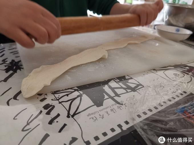 超市的酵母都被广东人买完了,那就在家可以和儿子做芝麻饼