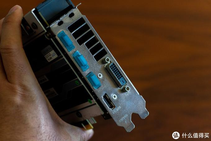 貌似PCIE挡板还没生锈,不过就这成色,即便是生锈了也非常理解
