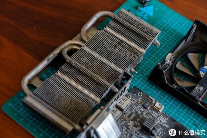 这散热器要不是镀镍的,估计早就生锈了