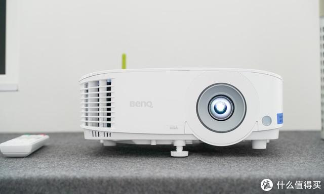 小体积与高亮度兼具 明基E520智能商务投影机评测