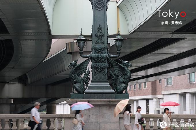 日本桥上华丽的青铜灯柱有种欧洲文艺复兴的味道