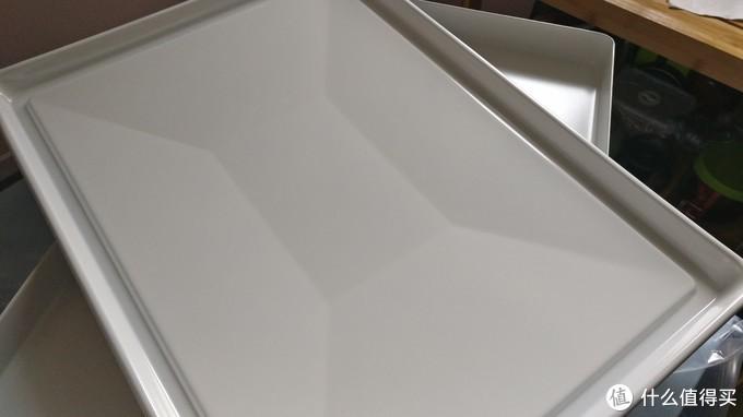 接渣盘底部不是平的,所以用来做烤盘用可能不太合适。