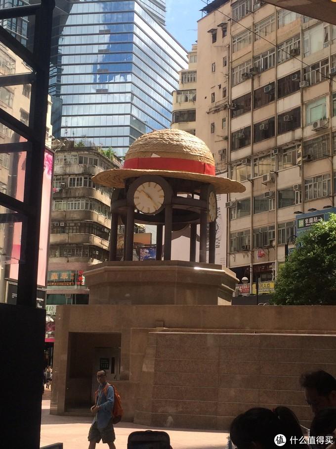 时代广场的钟上面戴上了标志的草帽