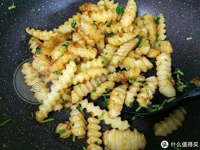 最爱这道孜然土豆,我家经常做,简简单单,解馋又好吃,实在太香