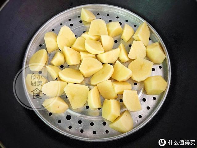 土豆这么做,做法简单还好吃到爆,一上桌儿子就全包了!