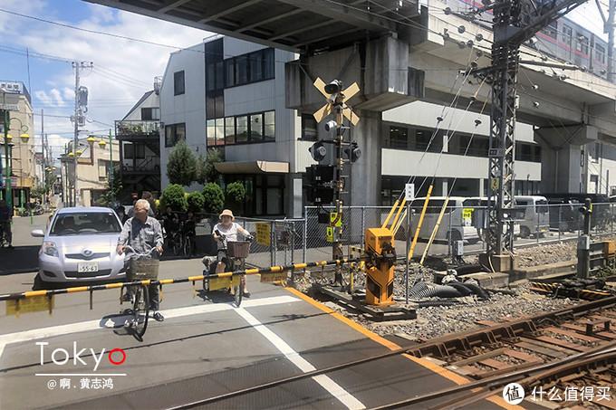 坐在京成电铁上,沿途风景像是与你一一道别。