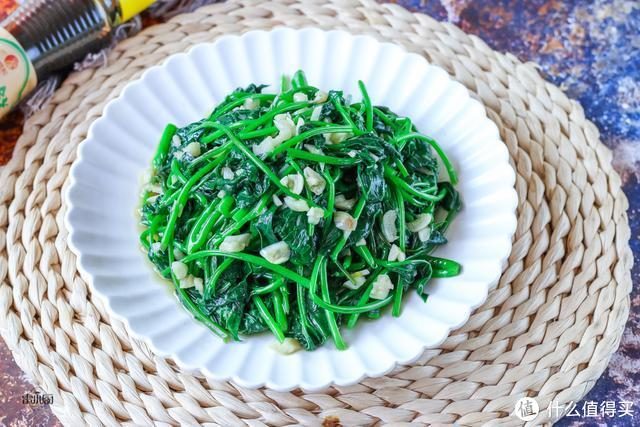 不管炒啥青菜,牢记1个小妙招,青菜翠绿不发黑,也不出水