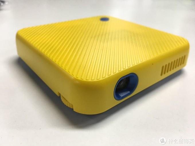 小火投影仪R5mini开箱测评:轻薄小巧,值得推荐的便携投影仪