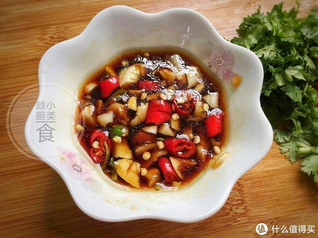 巨好吃的皮蛋拌豆腐,做法简单,清凉开胃,老公直夸好吃!