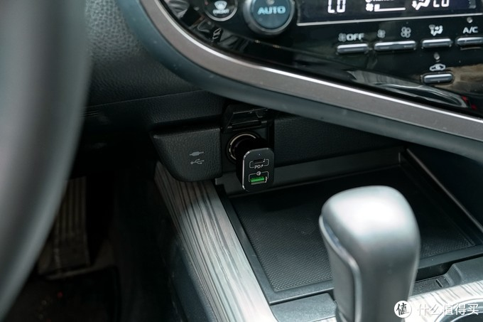 20V输出可充笔记本,MOMAX摩米士1A1C 63W车载充电器评测(UC1)