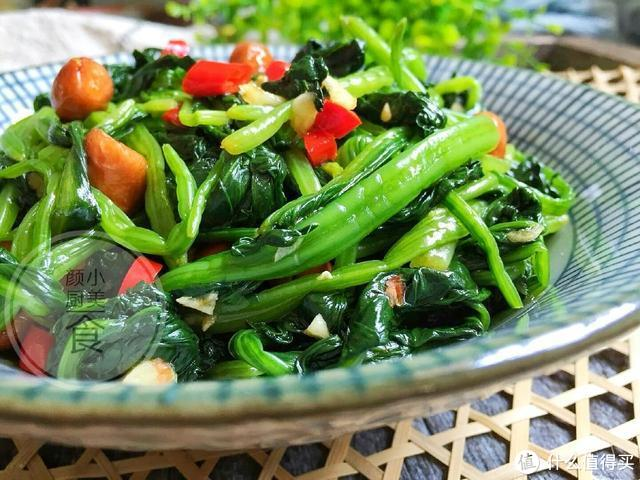 这才是菠菜最好吃的做法,简单拌一拌,酸辣开胃又美味