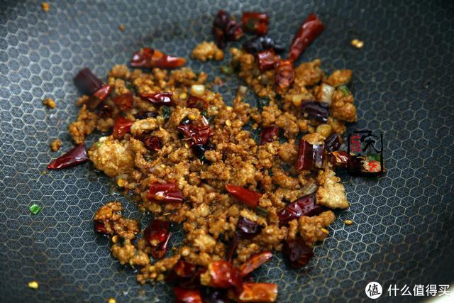 辣椒不要再做酱了,这吃法当菜还能当主食,好吃到1顿1碗打不住!