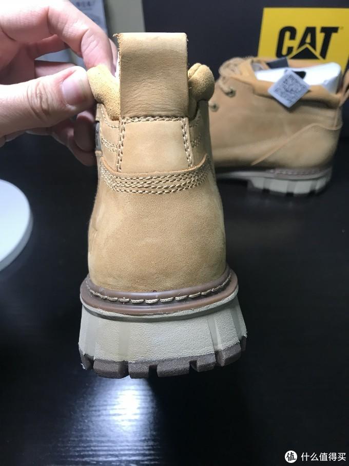 鞋提,整个鞋型有点偏瘦,感觉就没那么硬汉了。鞋帮钉了加强的线,不怕开胶