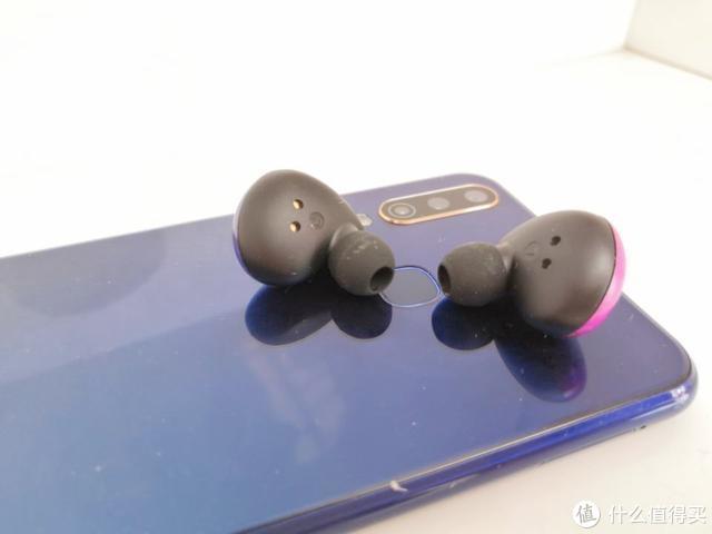 这款蓝牙耳机配色玩的溜,颜值党或许会爱上它