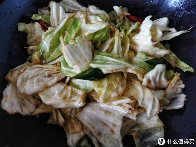 包菜要怎么炒才能脆爽清甜,大火快炒是关键,常吃还能预防感冒