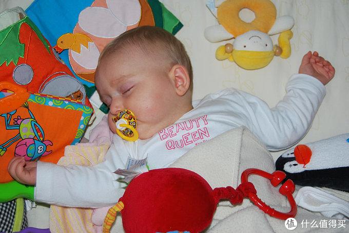 宝宝睡得不安稳?这10个小技巧get起来,让他熟睡一整夜!