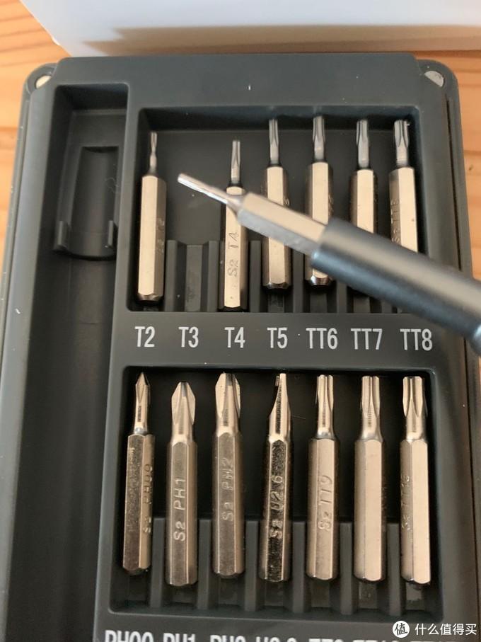 换硬盘需要用T3螺丝刀