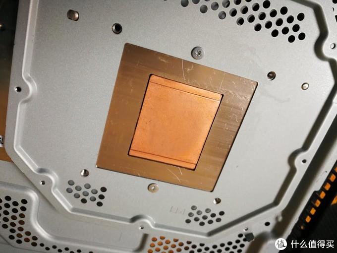 吸收热量的散热面是铜制嵌入的