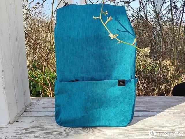 49元的小米背包能装数十件物品?90分炫彩小背包20L体验