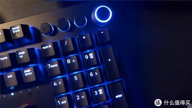 这款专治男人双膝的键盘,我奉劝你打死都别跪