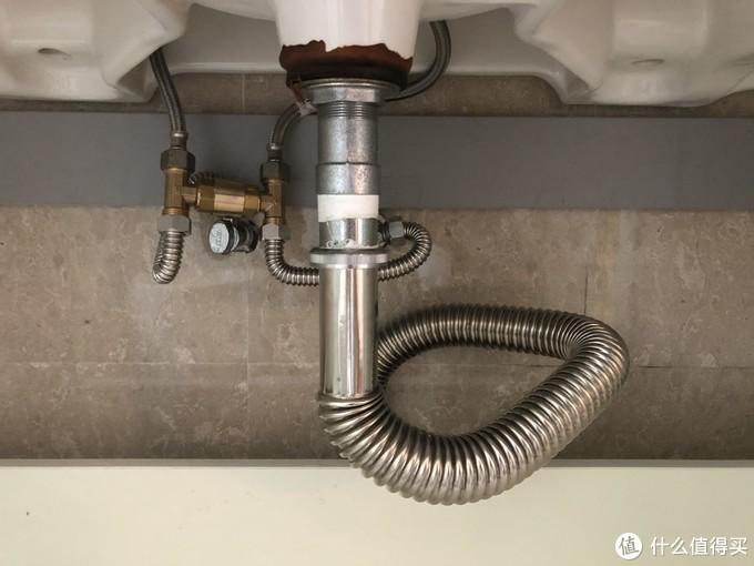 开始安装单通H阀,安装在卫生间台盆龙头这里