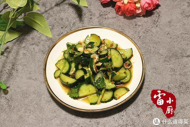 原来东北人是这么拌黄瓜的,怪不得好吃!