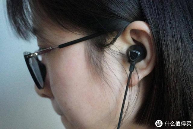 中端耳机别乱买!音质舒适度大有不同,爱国者W08颈挂式耳机评测