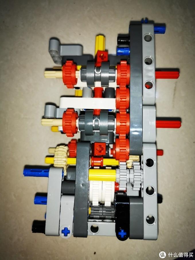 结构紧凑的单端双输出齿轮箱