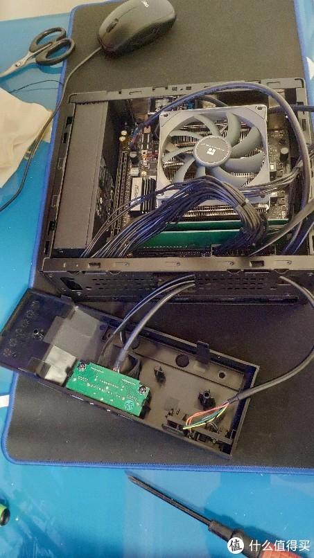 机箱前塑料面板拆开