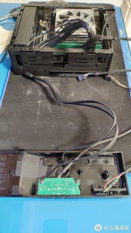 面板与机箱是卡扣式连接