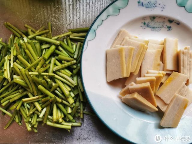 春天的芦蒿鲜嫩又营养,只要记住一点,炒出的芦蒿好吃到停不下来