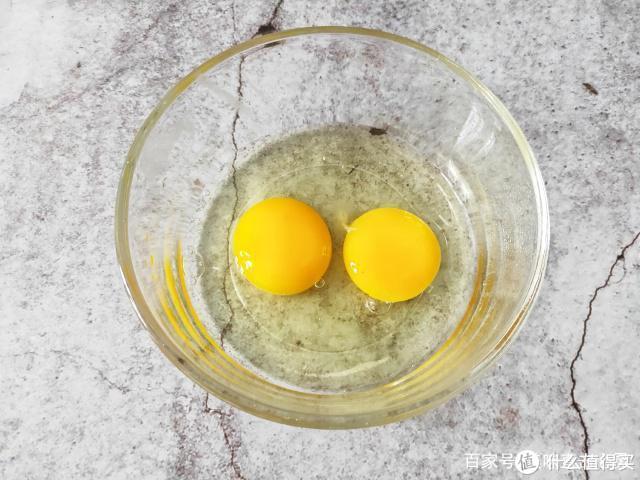 2片吐司2个鸡蛋,教你在家做吐司布丁,外脆里嫩超好吃