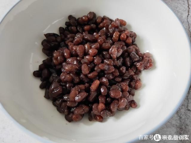 红豆别做奶茶,教你新吃法,加1碗糯米粉,香甜可口,胜过吃肉