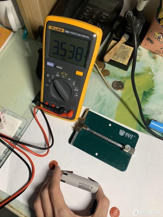 到手量电压大概在3.5v左右,应该只有一半左右的电量