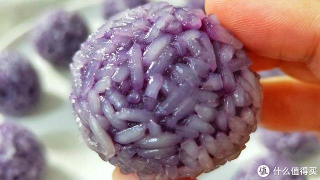 紫薯不要再蒸着吃了,揉一揉,蒸一蒸,软糯香甜,越吃越想吃!