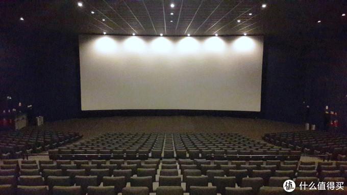 多地电影行业有复苏势头,上周五起507家影院开业,最高单日票房达3.1万
