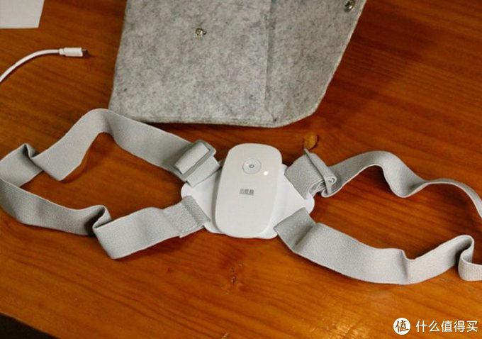 呐,这就是这个智能矫姿带的全貌,材质很轻,ABS材质的,手感还不错,质感和观感都还OK,肩带做工过关。
