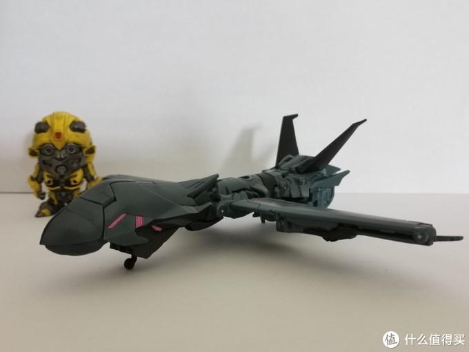 载具形态类似于美军的全球鹰战略侦察机。