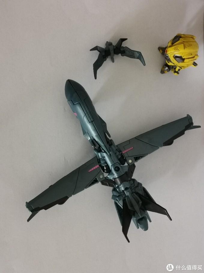 全家福。如果是日本玩具声波机翼上会有突出的接口。
