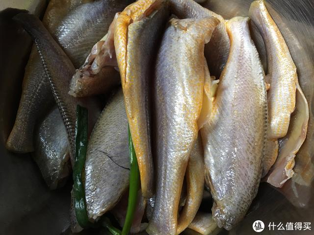 手把手教你酥炸小黄鱼,巨简单,外脆里嫩,越嚼越香,吃了会上瘾