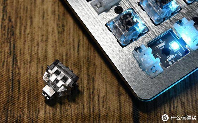 自主研发轴体,办公、游戏还防水--雷柏V530