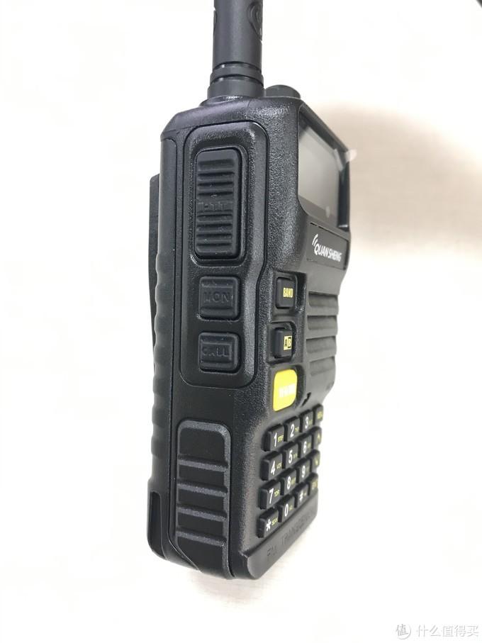 左上PTT键,中间MON键是手电筒,左下CALL快开FM收音机