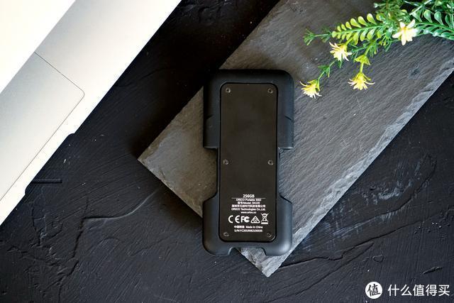 这可能是迄今为止最小巧的三防移动硬盘?ORICO,恭喜了!