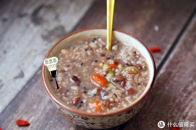 早餐多给孩子喝这粥,挡饱又对脾胃好,比喝牛奶强