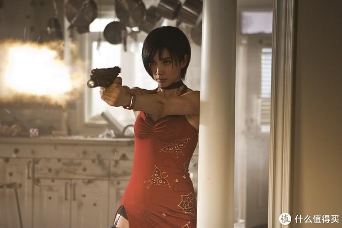 李冰冰红色旗袍相当抢镜