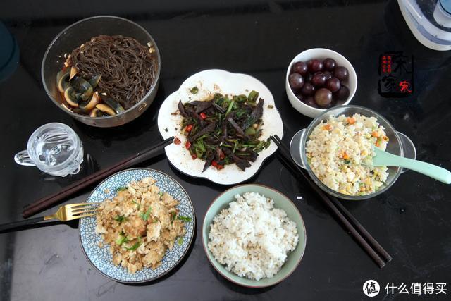 晚餐花13元做了3个素菜,老公说:在家怎么吃都舒服