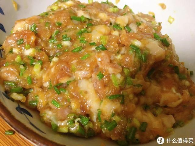 饺子皮用不完别扔,试试这种新做法,咬一口满嘴香,比饺子还好吃