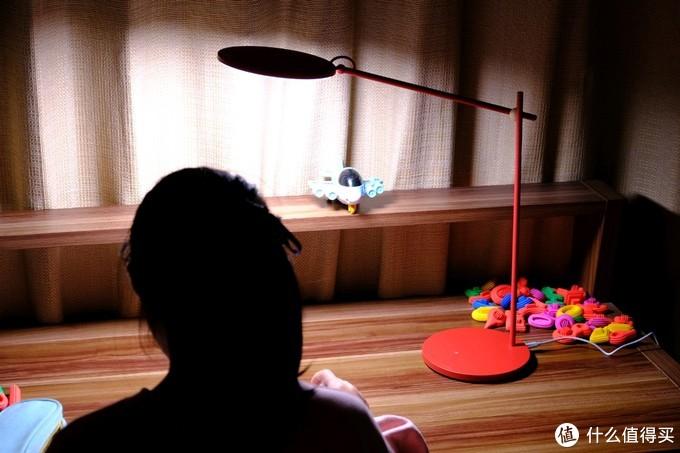 nimova 智能护眼台灯Pro保驾护航居家学习的小妞