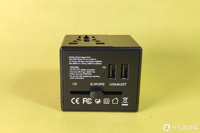 3.背面是全球几个典型国际标准的插头开关,开关初始位置在中间的欧标,左边UK英国标,右边是美标2孔及澳大利亚/新西兰标准插头,上方是通电指示灯和两个USB插口,最大输出为5V2.1A,旁边的文字标明了这个转换头在220V电压下最大仅支持1320W功率的电器,使用时一定要注意,超标使用会很危险!